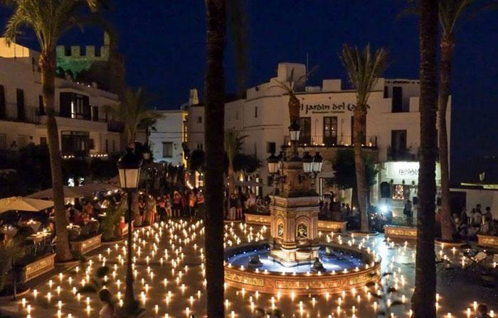 Noche de Velas en Plaza España